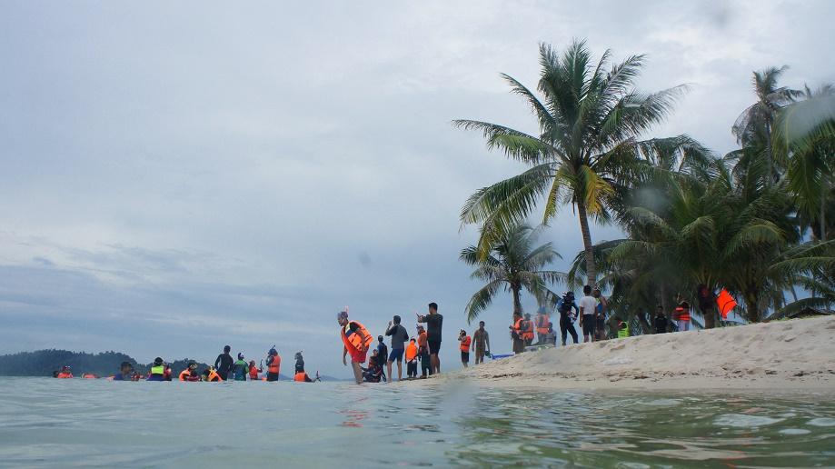 Latihan Penggunaan Alat Snorkeling