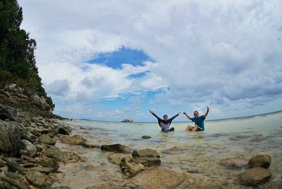 Berendam Manja di Pulau Dedap
